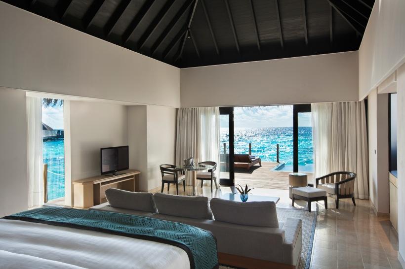2bis_Outigger Konotta Maldives_Lagoon Pool Villa_bedroom