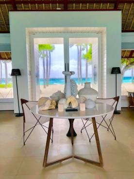 island villa table