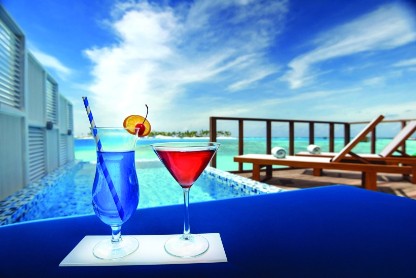 OBLU SELECT AT SANGELI - WATER VILLA WITH POOL - COCKTAILS AND VIEW
