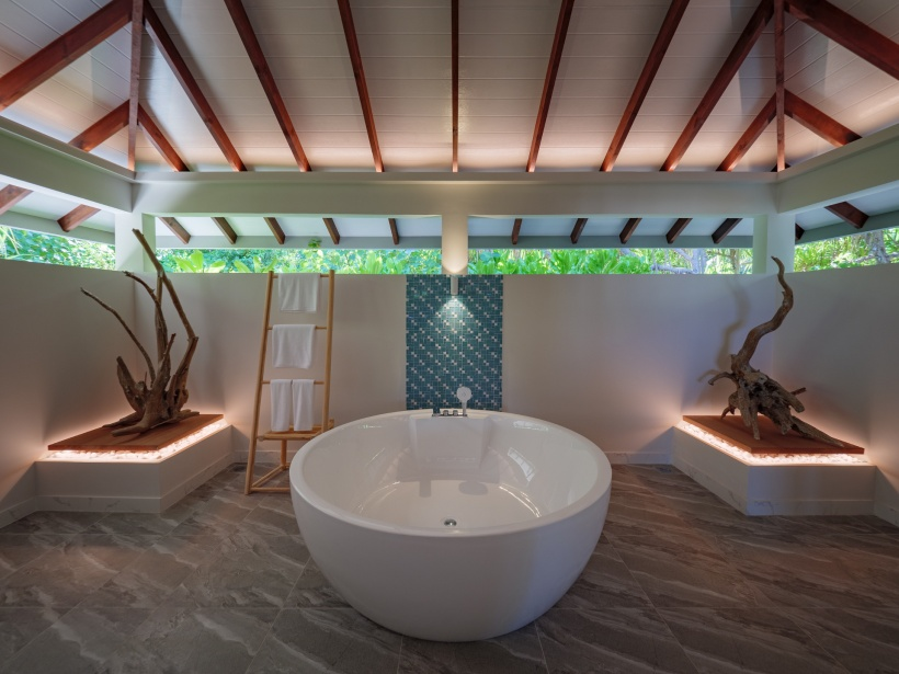 CarpeDiem_Ocean-Beach-Pool-Villa_Bathtub res
