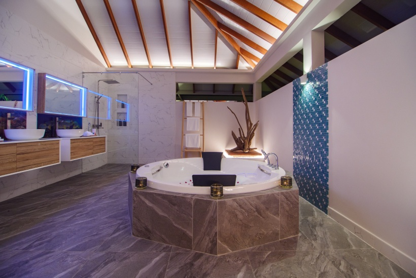 CarpeDiem_TwoBedroomOcean-Beach-Pool-Villa_MasterBathroom_Night res