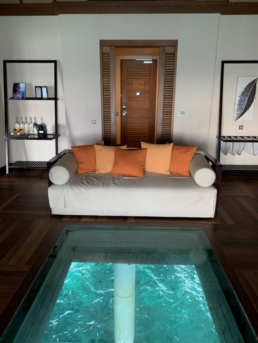 ocean-villa-lounge_33600482128res_o